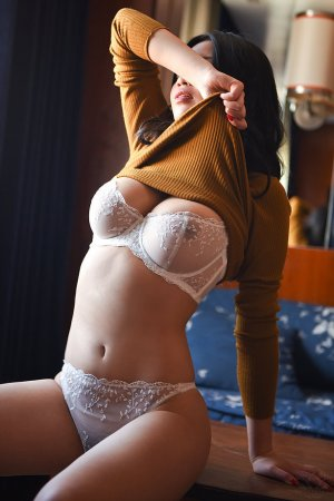 Esma adult dating in Littleton CO